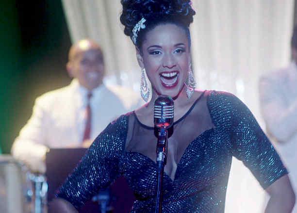 Jeimy Osorio cantantdo en Celia