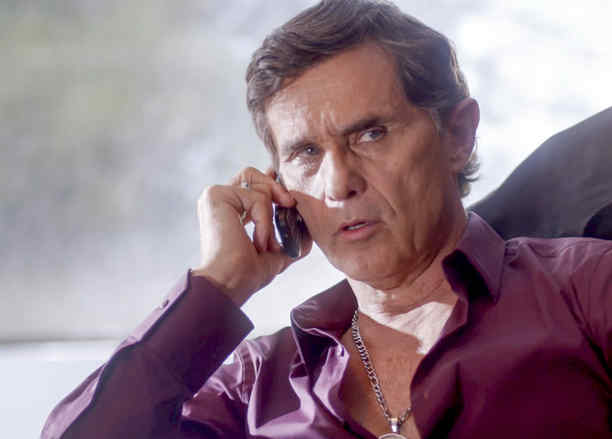 Humberto Zurita, El Centauro, hablando por celular, La Querida del Centauro