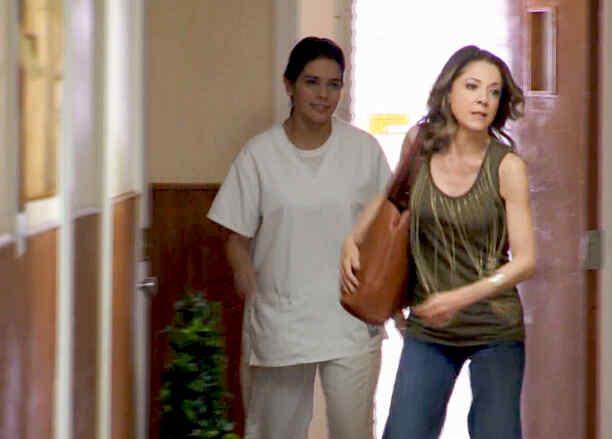 Edith González busca a su hija en la institución mental