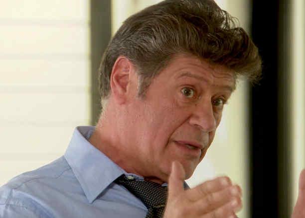 Henry Zakka aconseja a Jonathan Freudman en Eva la Trailera
