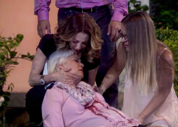 Matan a Martha Mijares en la entrada de la casa de Eva la Trailera