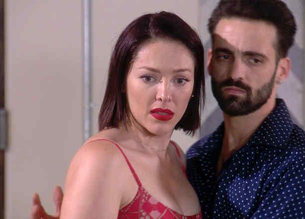 Antonio Gaona y Erika de la Rosa mata a Marta en Eva la Trailera