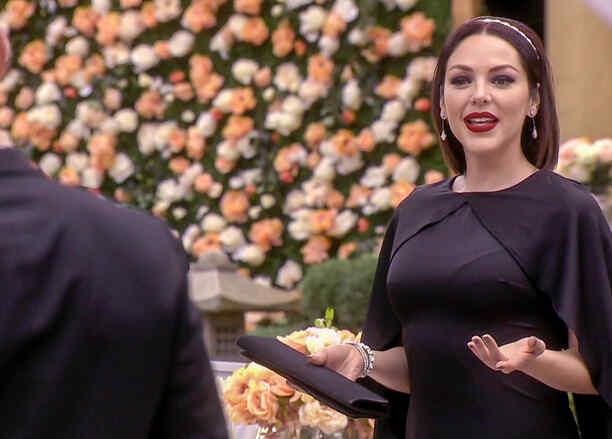 Erika de la Rosa interrumpe la boda de Minnie West en Eva la Trailera