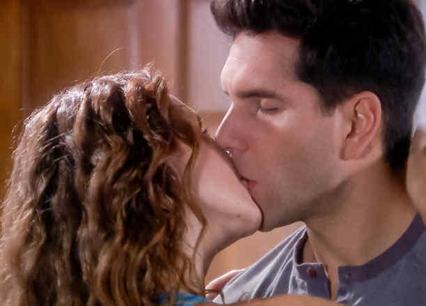 Eva descubre a Maritza Bustamante besándose con Arap Bethke