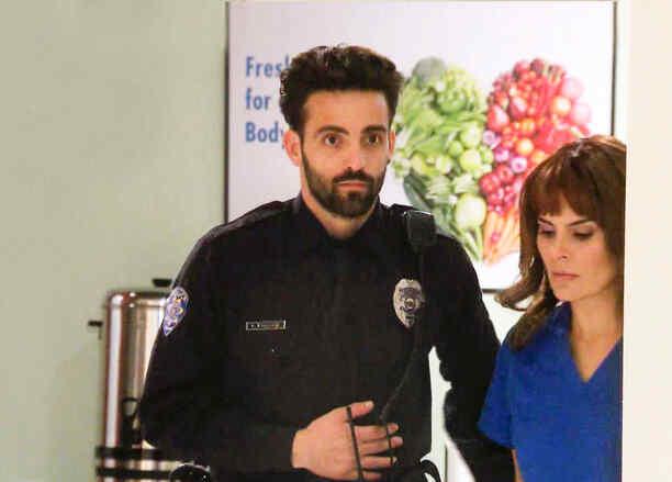 Maria Raquenel ayuda a Antonio Gaona a huir del hospital en Eva la Trailera
