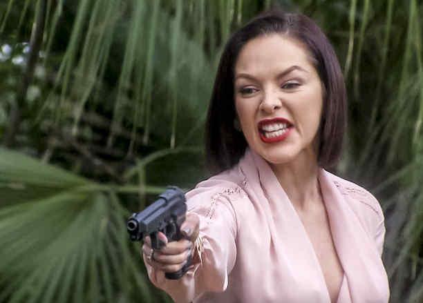 Erika de la Rosa mata a Elsa en Eva La Trailera