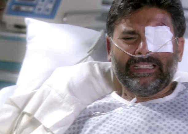 Jorge Luis Pila descubre que no puede caminar en Eva la Trailera
