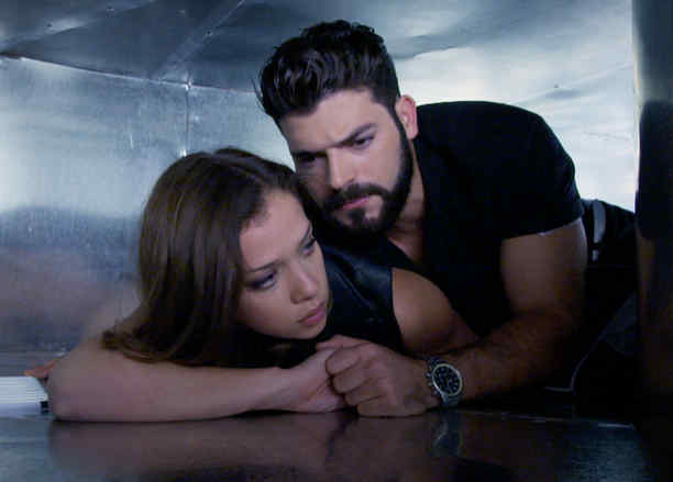 Carolina Miranda y Adrián Di Monte escondidos en Señora Acero 3
