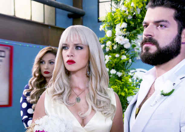 Carolina Miranda, Adrian Di Monti, boda, Señora Acero 3, La Coyote