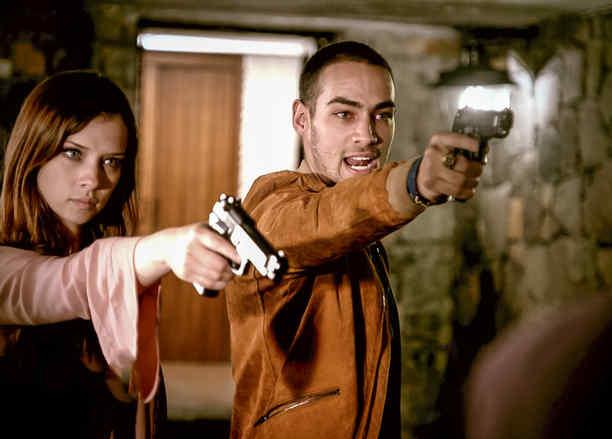Carolina Miranda, Vicenta Acero, disparando, Señora Acero 3, La Coyote