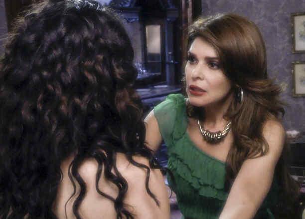 Itatí Cantoral  y Carla Carrillo en El Chema