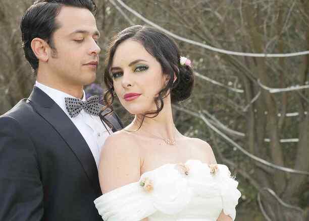 Carla Carrillo y Gustavo Elhaaf en El Chema