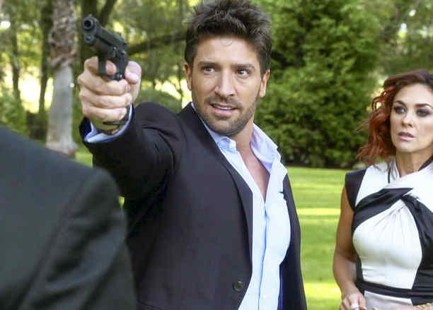 Aracely Arámbula y David Chocarro en La Doña