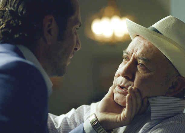 Cesar Mora y Gregorio Pernía en Sin Senos Si Hay Paraiso