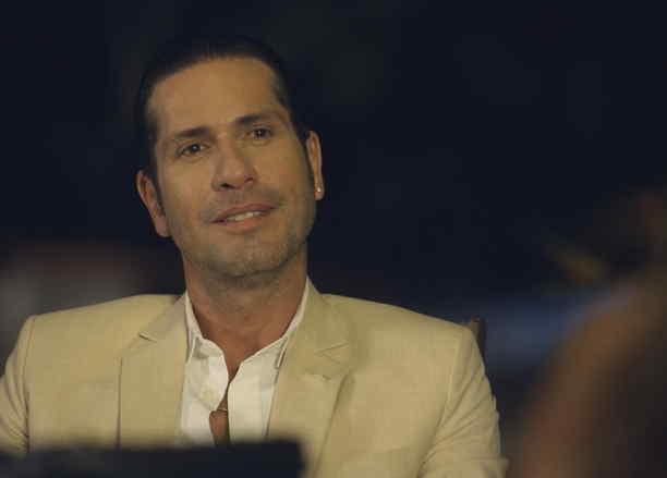 Gregorio Pernía, El Titi, feliz, Sin Senos Si Hay Paraíso