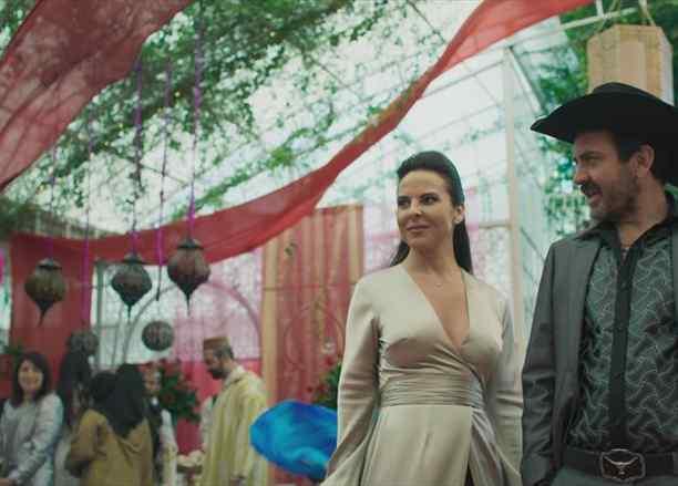 Teresa Mendoza y el Zurdo Villa en la Reina el Sur 2