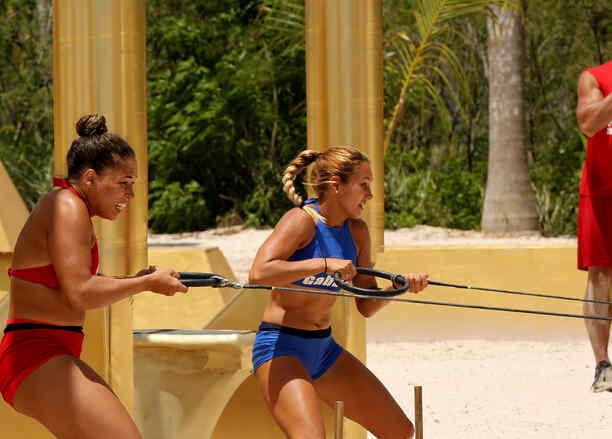 VAlerie Loureda y Gabriela del Mar jalando un aro en el circuito de oro