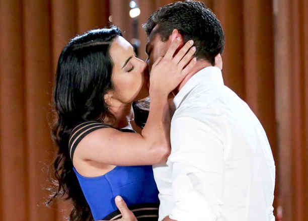 Scarlet Gruber y Christian de la Campa besándose en Tierra de Reyes