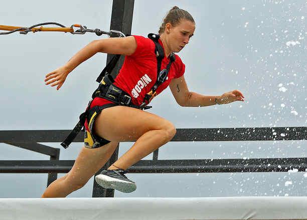 Nicole corre en el circuito de altura