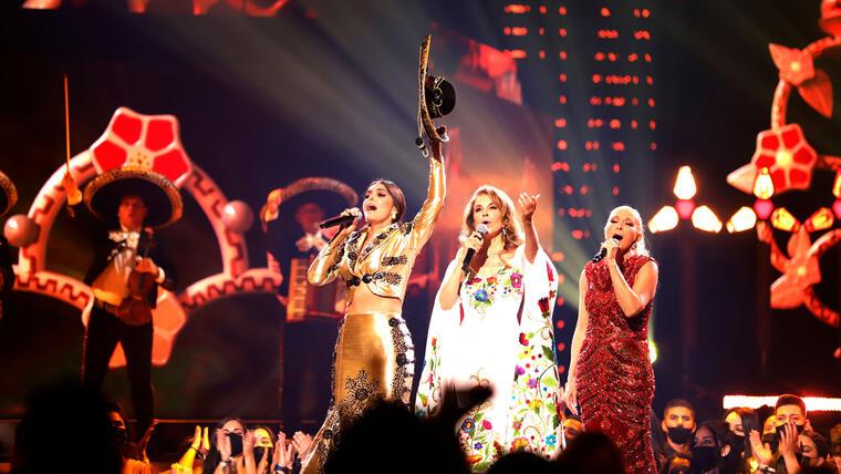Ana Bárbara, Guadalupe Pineda y Yuri cantan en los Premios Billboard 2021