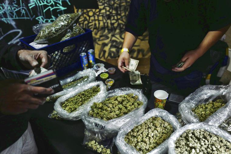 Un dispensario de marihuana legal en Los Ángeles.