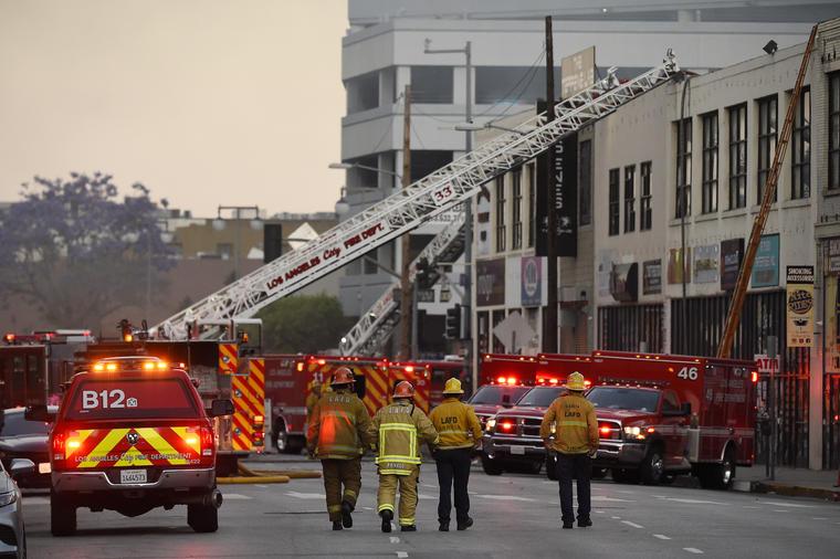 Explosión en el centro de Los Ángeles hiere a varios bomberos