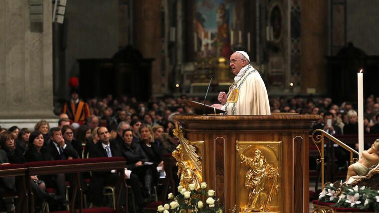 Francisco presidió hoy las Vísperas y la solemne ceremonia del Te Deum como es habitual cada 31 de diciembre. (Foto:REUTERS/Alessandro Bianchi)