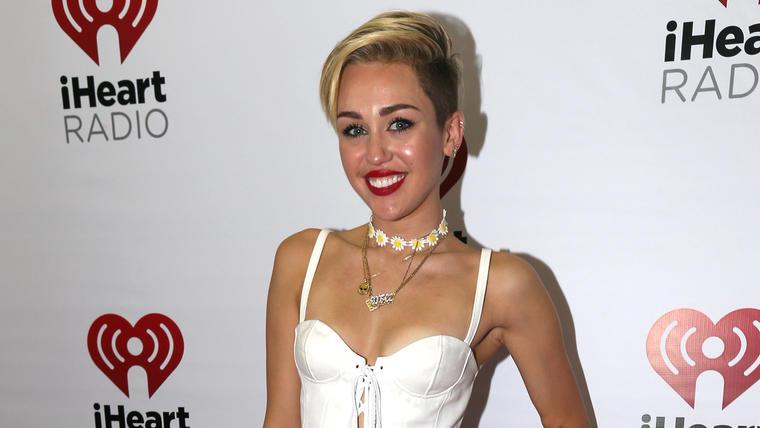 Miley Cyrus asiste al iHeartRadio Music Festival Village el 21 de septiembre de 2013 en Las Vegas.