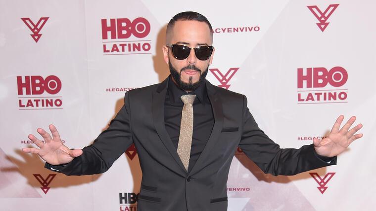 Yandel en la alfombra roja de la premier de su concierto en HBO Latino en Nueva York.
