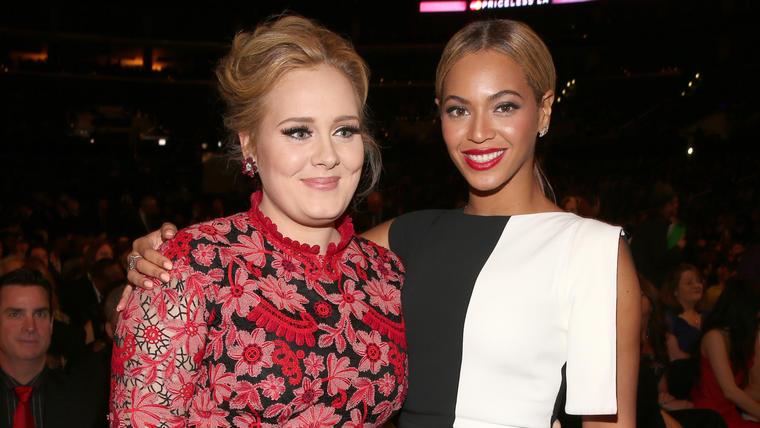 Adele y Beyoncé durante los premios Grammy 2013