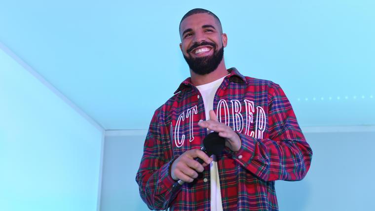 Drake durante el partido de los Cleveland Cavaliers en 2015