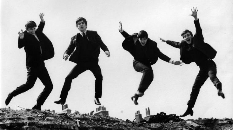Los Beatles saltando en 1963