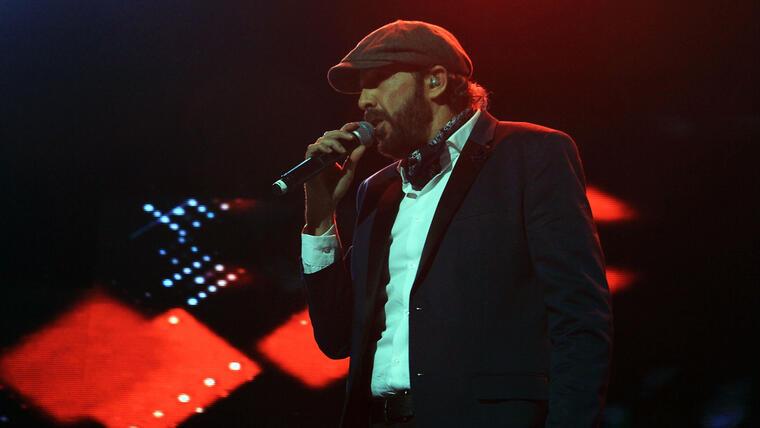 Juan Luis Guerra durante el concierto KQ 2015