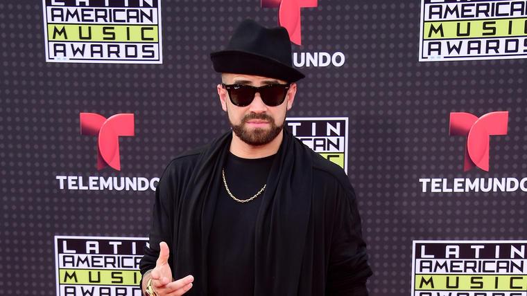 """Miguel Ignacio """"Nacho"""" Mendoza en la alfombra de Latin AMAS"""
