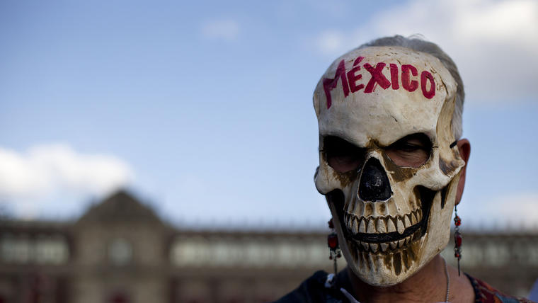 Protesta por la muerte de los 43 estudiantes en la Ciudad de México en 2015.