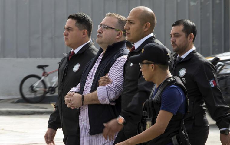 Duarte, escoltado este lunes por la policía en Guatemala antes de su extradición a México.