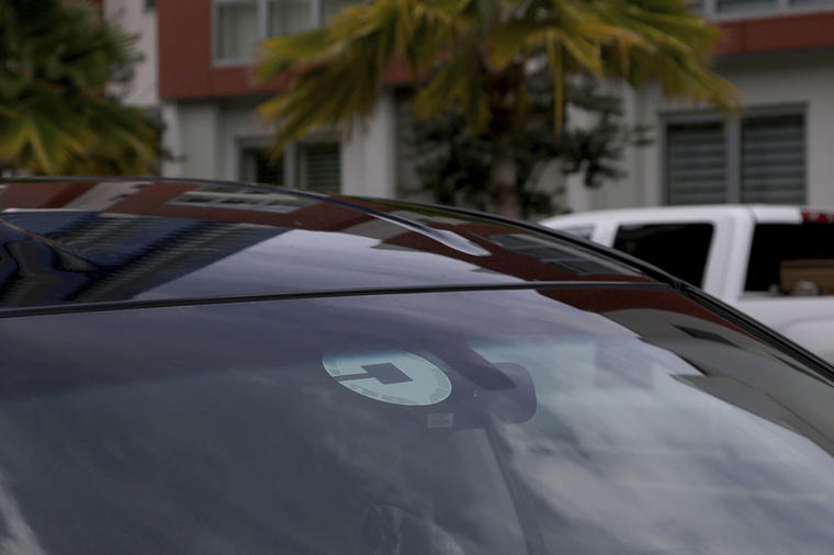 La imagen muestra el logotipo de la empresa de taxis Uber.
