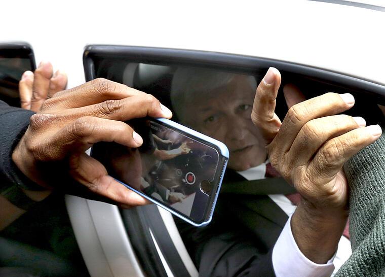López Obrador, el 13 de septiembre llegando a las oficinas de su partido en la Ciudad de México.