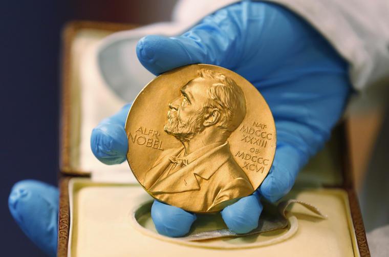 Medalla que simboliza el premio Nobel, en una imagen de archivo.