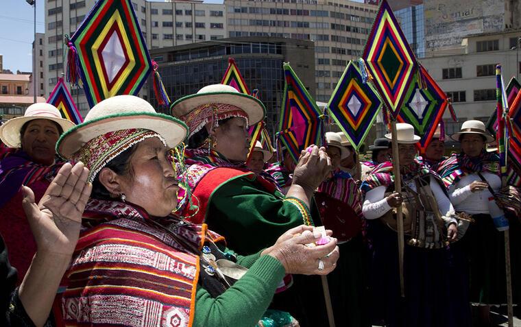 Los bolivianos se reunieron en la Plaza Murillo, en la capital del país, para esperar la decisión de los jueces de La Haya.