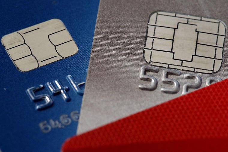 En la imagen se muestran dos tarjetas de créditos.