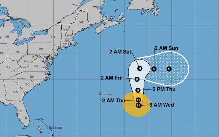 El centro de Leslie se encuentra a 505 millas de Bermudas.