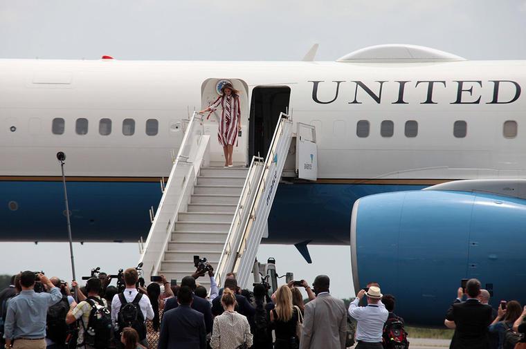 Melania Trump llega a Ghana en su primera gira sin su marido