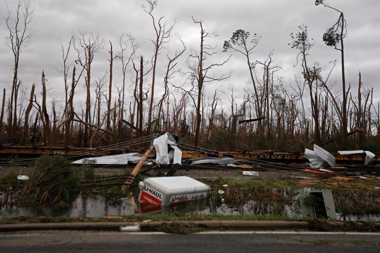En la imagen, tomada el 10 de octubre de 2018, vista de los daños ocasionados por el paso del huraván Michael por Panama City, Florida. (AP Foto/Gerald Herbert)