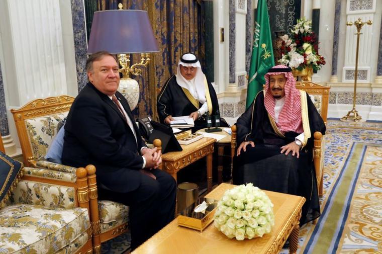 El secretario de Estado estadounidense, Mike Pompeo, este martes con el rey Salman de Arabia Saudí en Riad.
