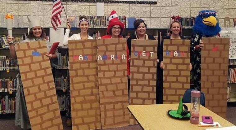 Personal de la escuela primaria Middleton Heights disfrazado del muro de Trump.