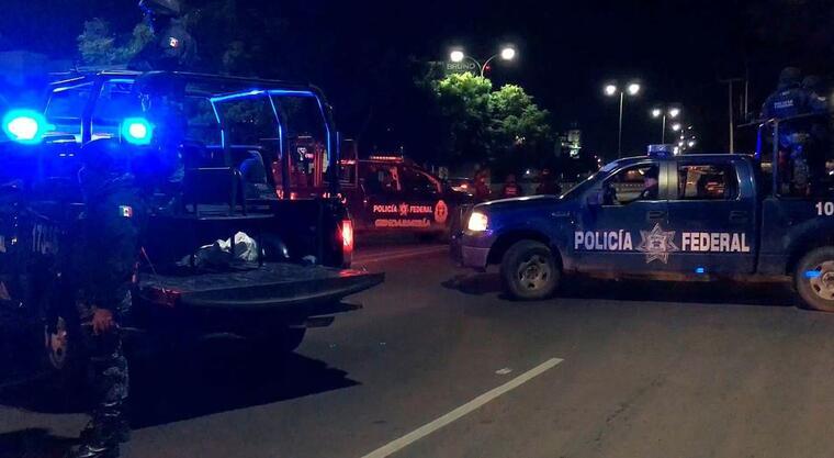Fotograma de un vídeo muestra a policías federales en la zona donde ha sido detencido Ángeles Humberto Chávez Castélum y su hijo, en la ciudad de Querétaro (México).