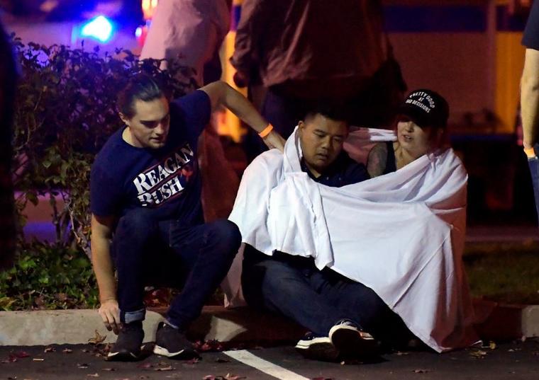 Al menos 12 personas ha muerto este miércoles por la noche tras un tiroteo en un bar en Thousand Oaks (California).