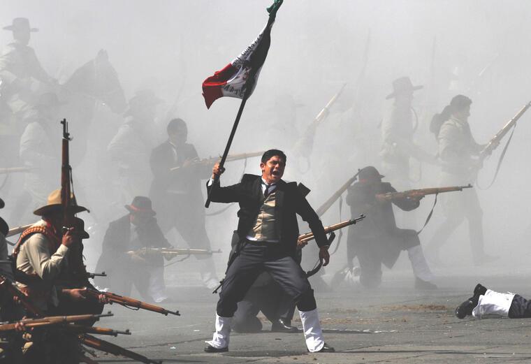 Recreación de una batalla de la Revolución Mexicana en la Ciudad de México en 2011.