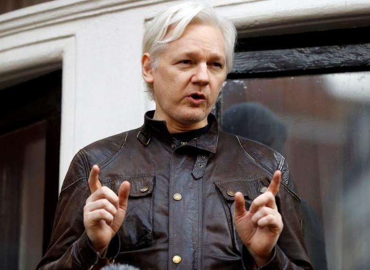 El fundador de WikiLeaks, Julian Assange, en mayo de 2017 en la embajada ecuatoriana en Londres, donde se encuentra exiliado desde 2012.